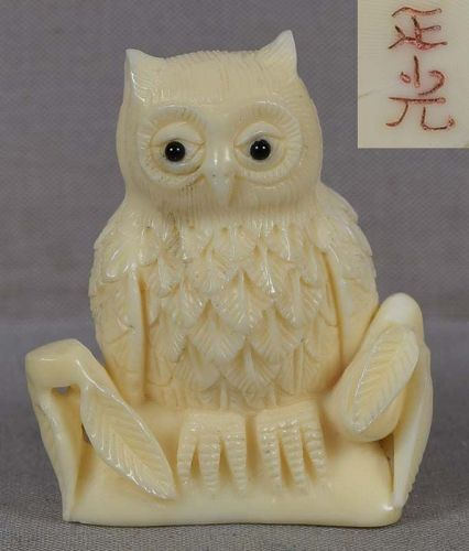 Marine netsuke OWL on stump by MASAMITSU