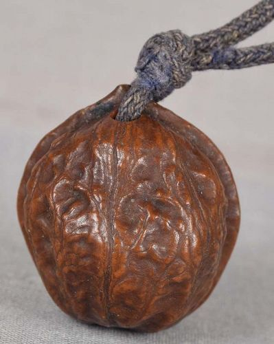 19c netsuke WALNUT