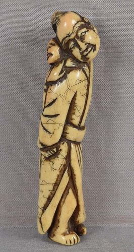 Early 19c staghorn netsuke Father & son, scarecrow robe
