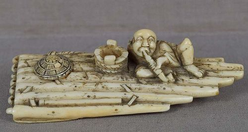 18c netsuke PEASANT smoking on RAFT