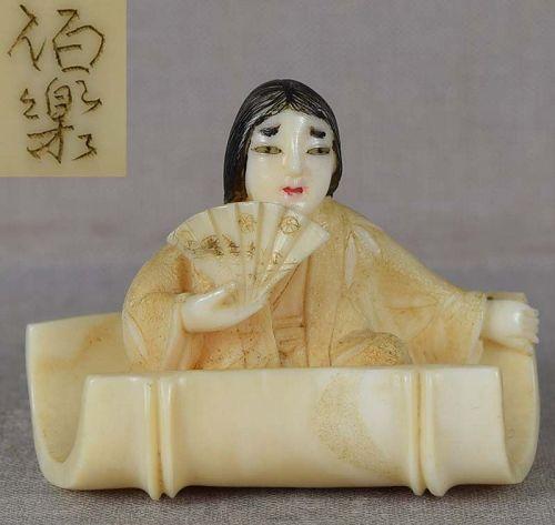 Marine netsuke COURT LADY in bamboo by HAKURAKU