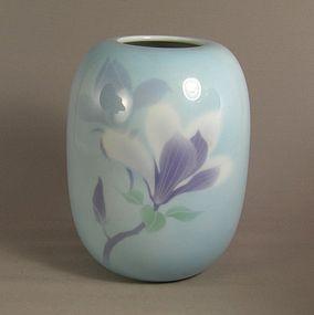Japanese Fukagawa Vase Magnolia Blossom  Signed