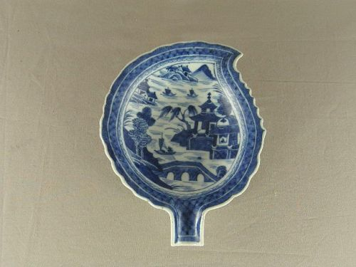 Chinese Porcelain Blue and White Canton Pattern Leaf Dish 19th Century