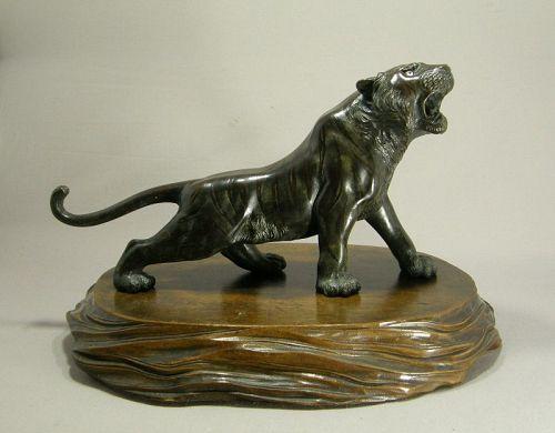 Japanese Bronze Okimono Tiger Signed Seiya Saka Meiji Period