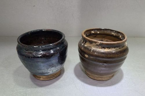 2 Chinese Ming Dynasty Jars