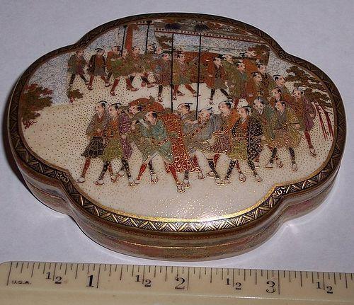 Fine Japanese Meiji Satsuma Box Samurai Procession sgnd Juzan