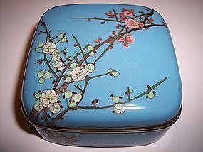 Beautiful Meiji Japanese Cloisonne Box Attr. Goto
