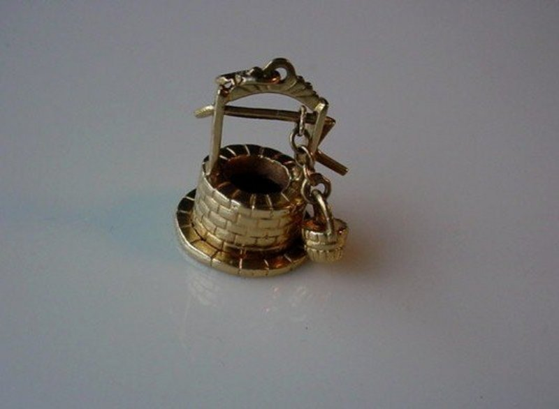 14K WISHING WELL MOVABLE CHARM