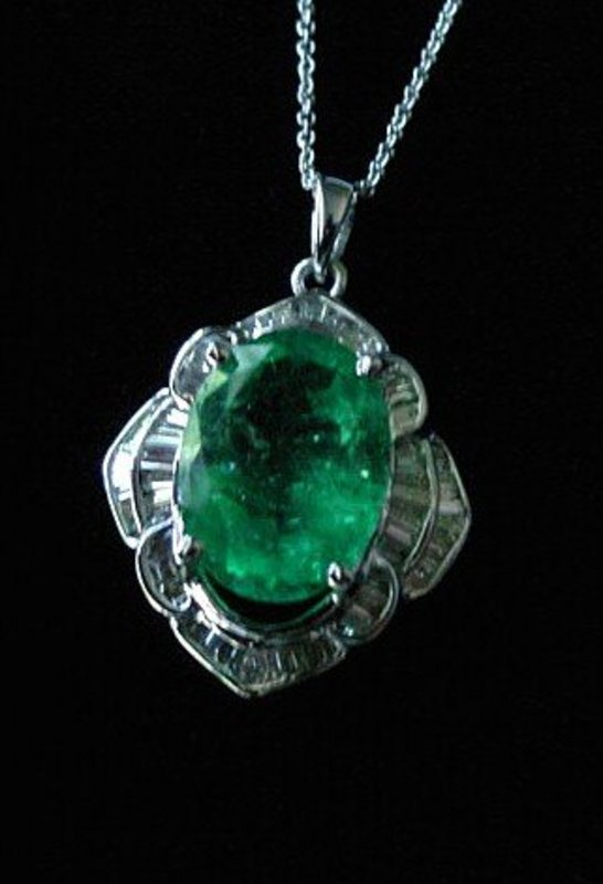 6.75 CARAT EMERALD AND DIAMONDS PENDANT } ESTATE PIECE