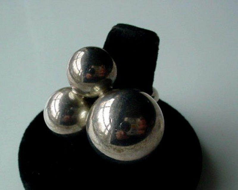 RETRO ATOMIC DESIGNER STERLING RING MARKED M & J SAVITT