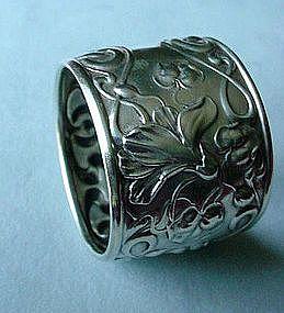 ANTIQUE ART NOUVEAU NAPKIN RING BEAUTIFUL FLORALS