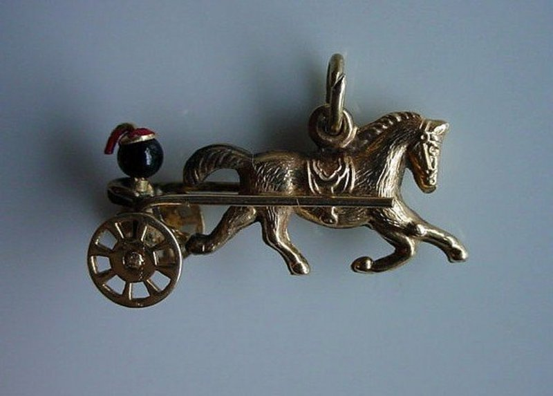 14K HORSE SULKY AND RIDER CHARM MOVABLE WHEELS