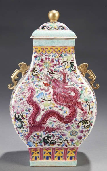 CHINESE COVERED JAR  CHIEN LUNG STYLE