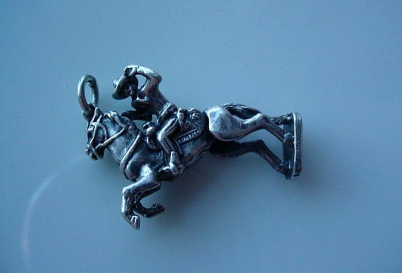 STERLING COWBOY ON HORSE CHARM ... MOVABLE BACK LEGS