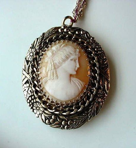 VINTAGE 1950- 1970 CAMEO & WATCH PENDANT Combination