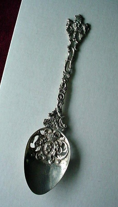 800 SERVING SPOON LION & CROWN DESIGNS MARKED: COPPINI
