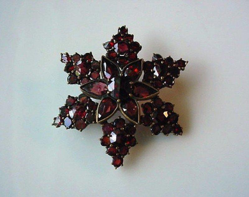BEAUTIFUL GARNET STAR PIN circa 1900