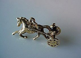 14K GOLD CHARM.. RIDER HORSE & SULKY MOVABLE WHEELS