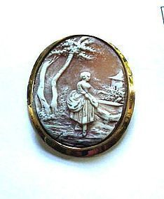 ANTIQUE GOLD CAMEO STANDING FIGURE OF A LADY