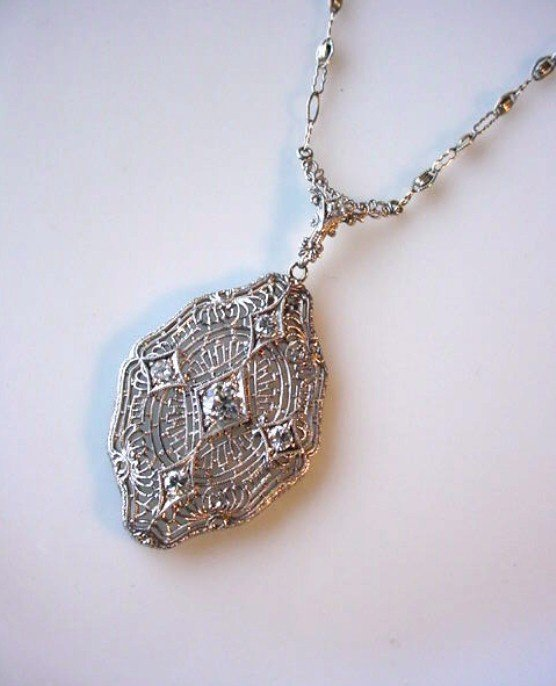 BEAUTIFUL ART DECO PLATINUM DIAMOND NECKLACE