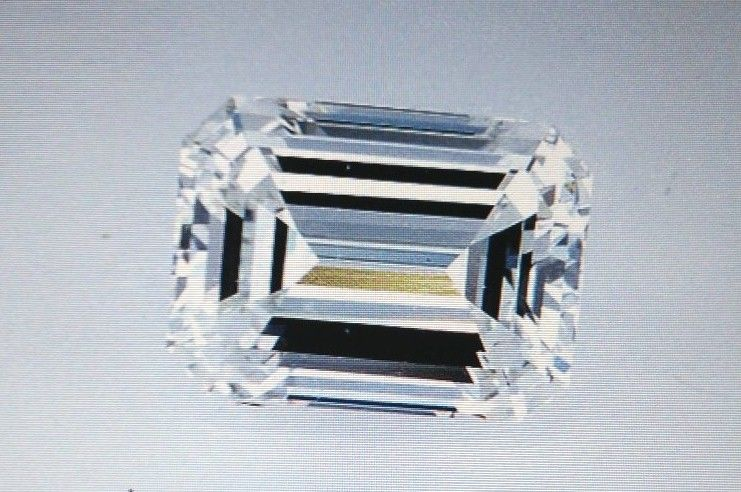 BEAUTIFUL 3.05 CARAT EMERALD CUT DIAMOND  }  GENUINE DIAMOND