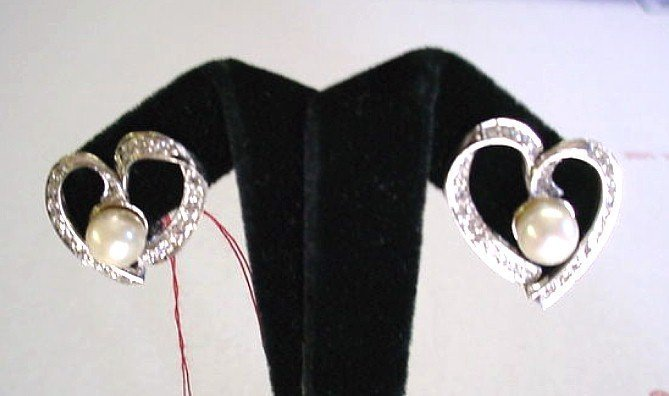 14K WHITE GOLD DIAMONDS & PEARLS HEART EARRINGS
