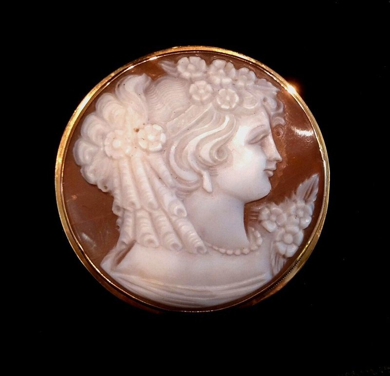 18K HAND CARVED SHELL CAMEO BROOCH