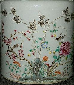 Qing Dynasty - Very Fine and Small Famille Rose Tea Pot