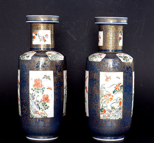 A Pair of Chinese Famille Rose Vase with Gilt Decoration