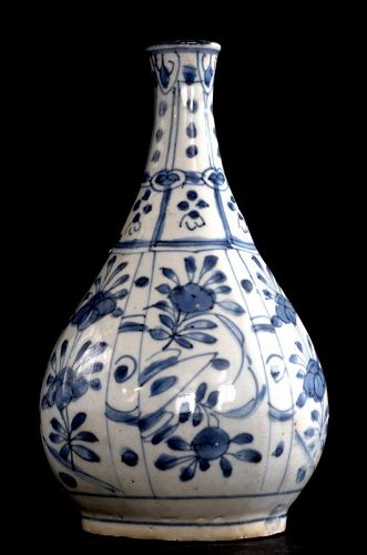 Chinese Blue and White Bottle Vase, Late Ming Dynasty