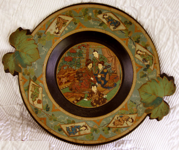 Ornate Japanese lacquer Chinoiserie wooden plate