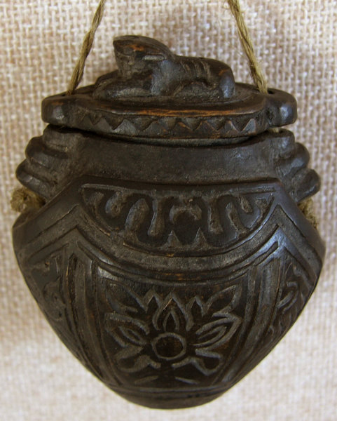 Chinese small carved wooden tobacco container