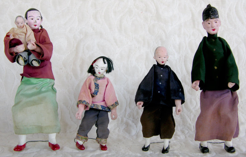 Family set of 5 Chinese dolls