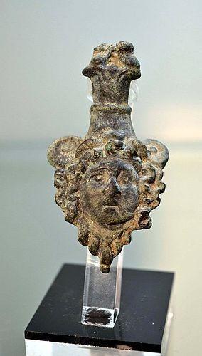 AN ANCIENT ROMAN BRONZE HEAD OF MEDUSA
