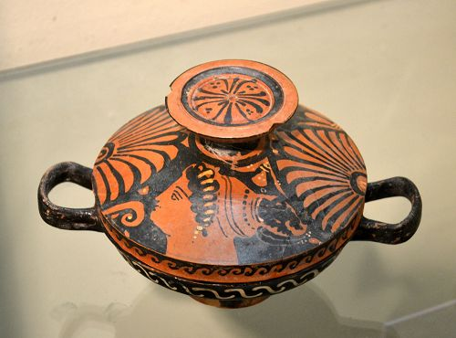 AN ANCIENT GREEK LEKANIS