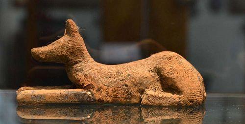 AN ANCIENT EGYPTIAN WOOD ANUBIS