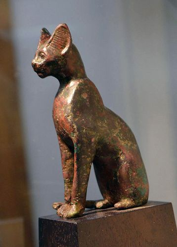 A FINE ANCIENT EGYPTIAN BRONZE CAT