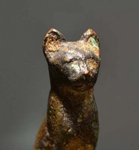 AN ANCIENT EGYPTIAN BRONZE CAT