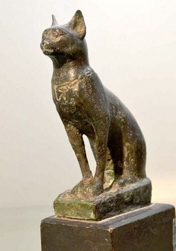 A LARGE ANCIENT EGYPTIAN BRONZE CAT