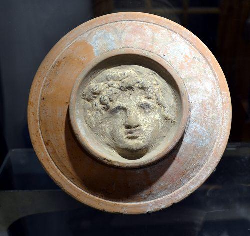AN ANCIENT GREEK POTTERY PYXIS