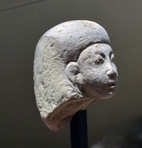 AN EGYPTIAN NEW KINGDOM LIMESTONE HEAD
