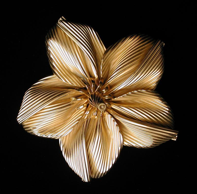 GOLD PLATED FLOWERHEAD BROOCH
