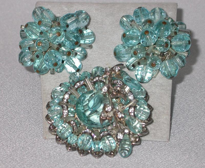 MIRIAM HASKELL GLASS BROOCH AND EARRINGS