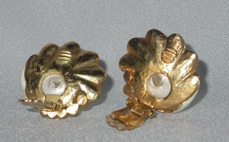 HATTIE CARNEGIE LION SET