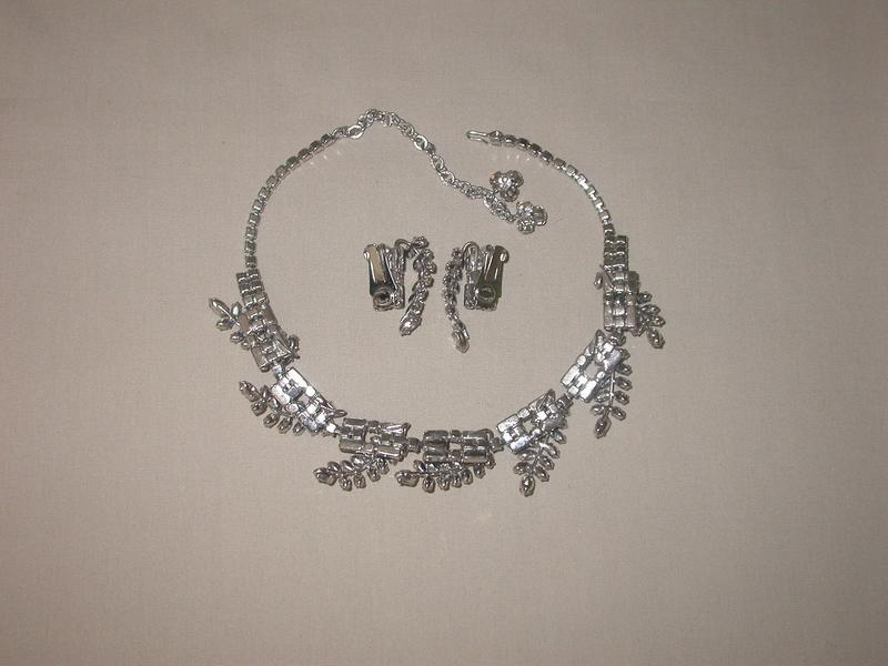 HATTIE CARNEGIE NECKLACE AND EARRINGS
