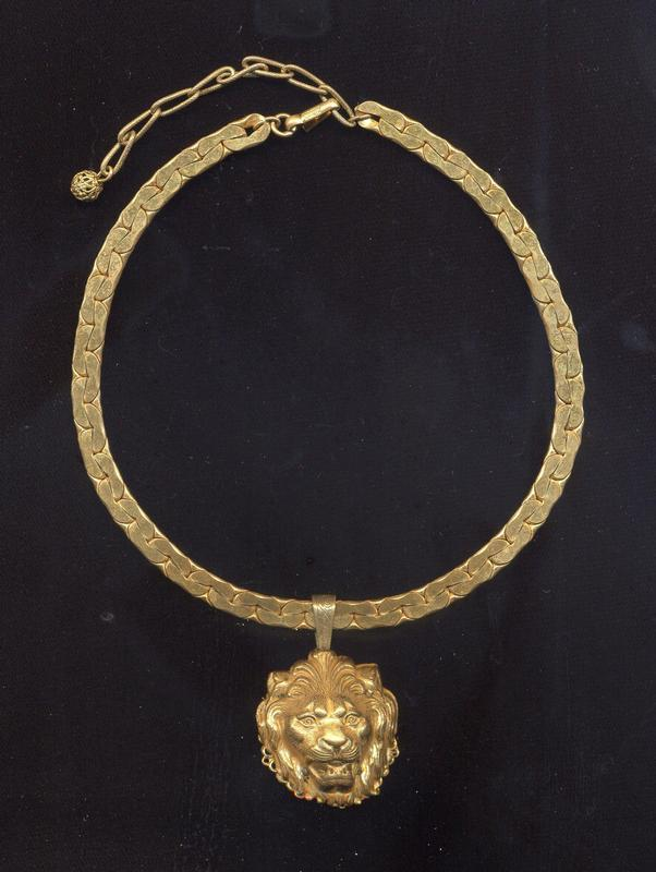 MIRIAM HASKELL LION HEAD PENDANT NECKLACE