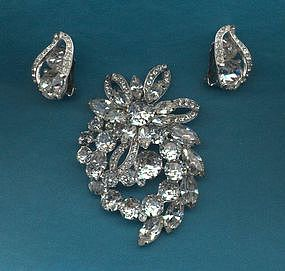 EISENBERG BROOCH AND EARRINGS