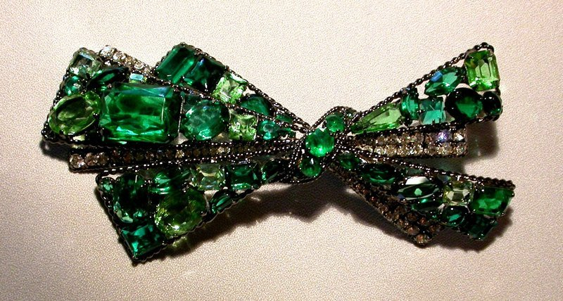 ROBERT SORRELL BOW BROOCH