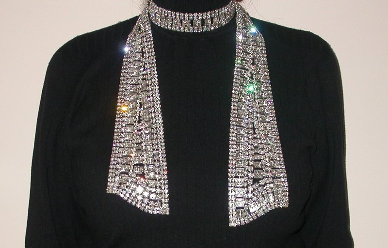 ROBERT SORRELL SCARF NECKLACE