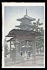 Hasui Woodblock - Zentsuji Temple in Rain